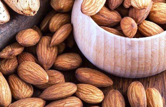 Kacang Almond Makanan Berkhasiat untuk Kecantikan dan Kesehatan Kulit